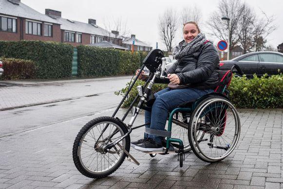 Els Deferme met haar handbike.