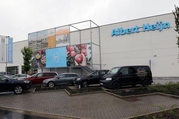 Albert Heijn is gelegen op de retailzone van La Corbeille in de Corbeillestraat.