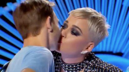 """'American Idol'-zanger ongevraagd gezoend door Katy Perry: """"Het voelde ongemakkelijk"""""""