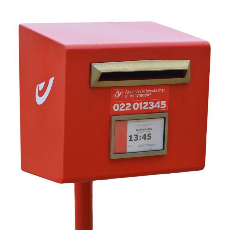 Rode brievenbus.