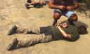 Jos Brech ligt geboeid op de grond