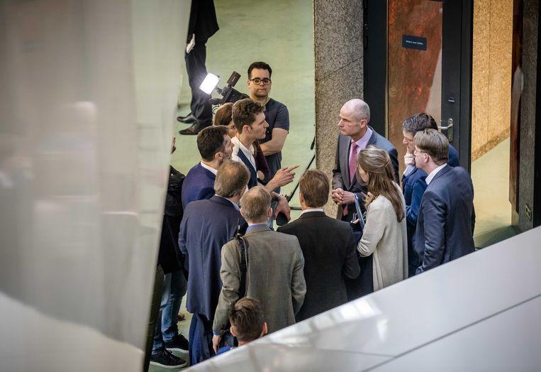 Minister Blok in de wandelgangen. Beeld ANP