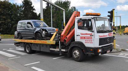 Chauffeur gekneld na aanrijding door kapotte verkeerslichten