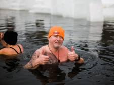 Hans (52) uit Emmeloord doet mee aan ijskoude triatlon in Oostenrijk