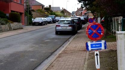 Gemeente plaatst extra verbodsborden in de Kerkstraat voor betere verkeersdoorstroming