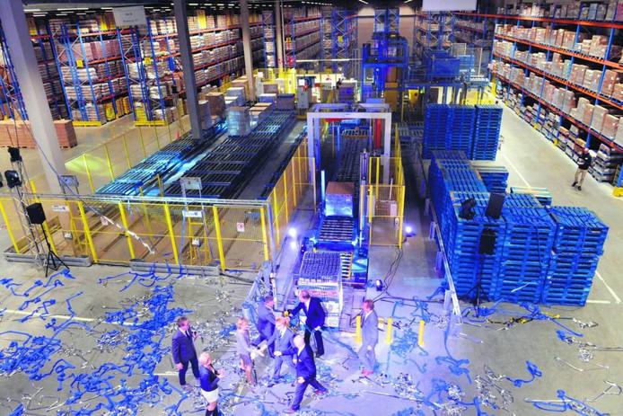 Het nieuwe logistiek centrum in Tiel. Foto William Hoogteyling
