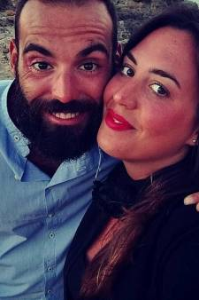 Aanstaande vader Gianluca klampt zich vast aan metaaldraad en overleeft ramp