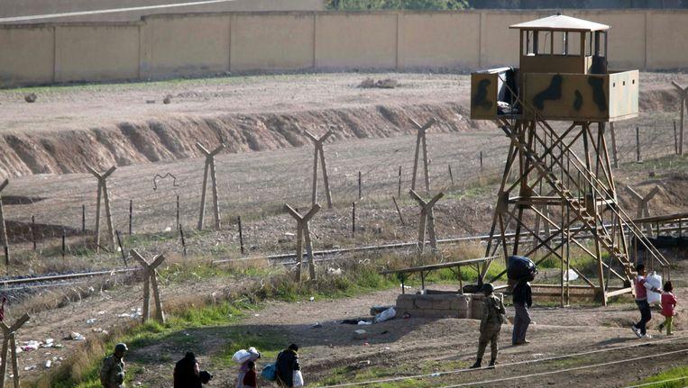 De grensovergang tussen Syrië en Ceylanpinar. Beeld reuters