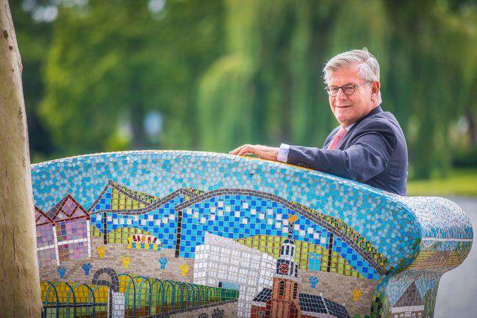 Burgemeester Charlie Aptroot van Zoetermeer.