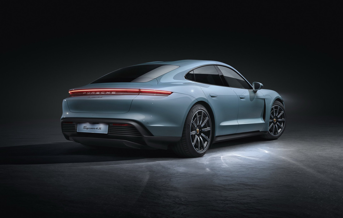 Porsche Taycan 4S.