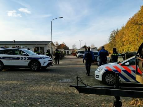 Politie bezig met ontruiming op woonwagenkamp Ede