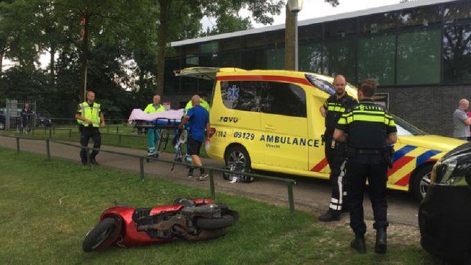 Man op scooter rijdt ploegmaat van Dessers aan, waarna Utrecht-spelers achtervolging inzetten