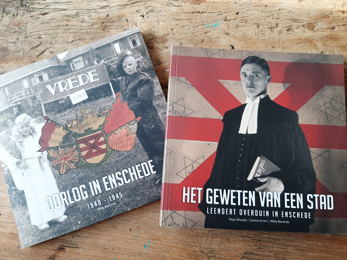 Voor en achterkant van het boek, dat bestaat uit  twee afzonderlijke delen.