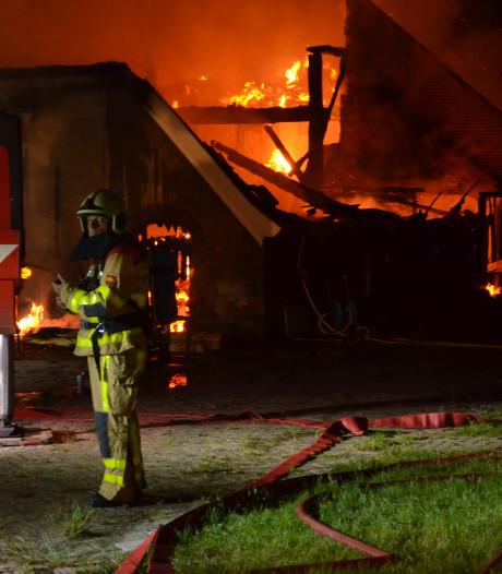 Opnieuw grote brand in Vorden, boerderij en stal in de as gelegd