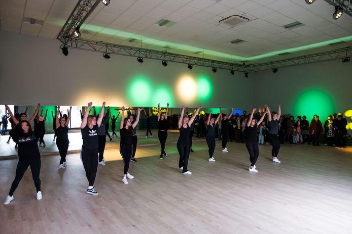 De verschillende ruimtes in de fitnesszaal werden zondag onder grote belangstelling geopend.