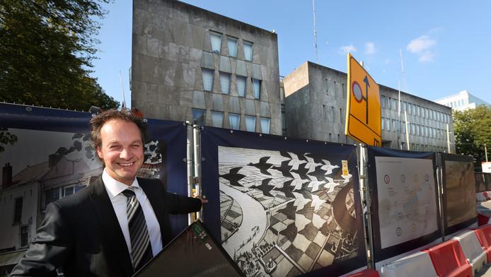 Directeur Benno Tempel van het Eschermuseum bij de Amerikaanse ambassade, waar hij zijn museum graag wil vestigen.