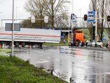 Verloren trailer van de Provincialeweg gehaald