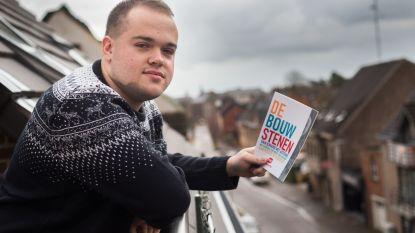 Met boek maakt  jongeman autisme bespreekbaar