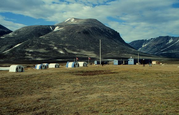 In de poolgebieden, bijvoorbleeld in Groenland, is de 'mismatch' nog het meest duidelijk: omdat de temperaturen er veel sneller stijgen dan het wereldwijde gemiddelde.