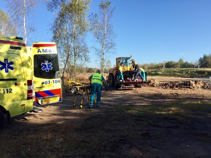 Het slachtoffer werd ook weer met de shovel naar de ambulance vervoerd.