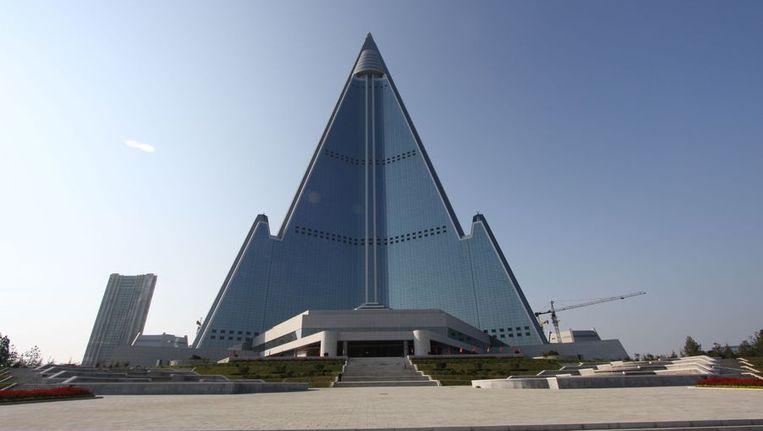 Ryugyong Hotel in Pyongyang, Noord-Korea. Beeld afp