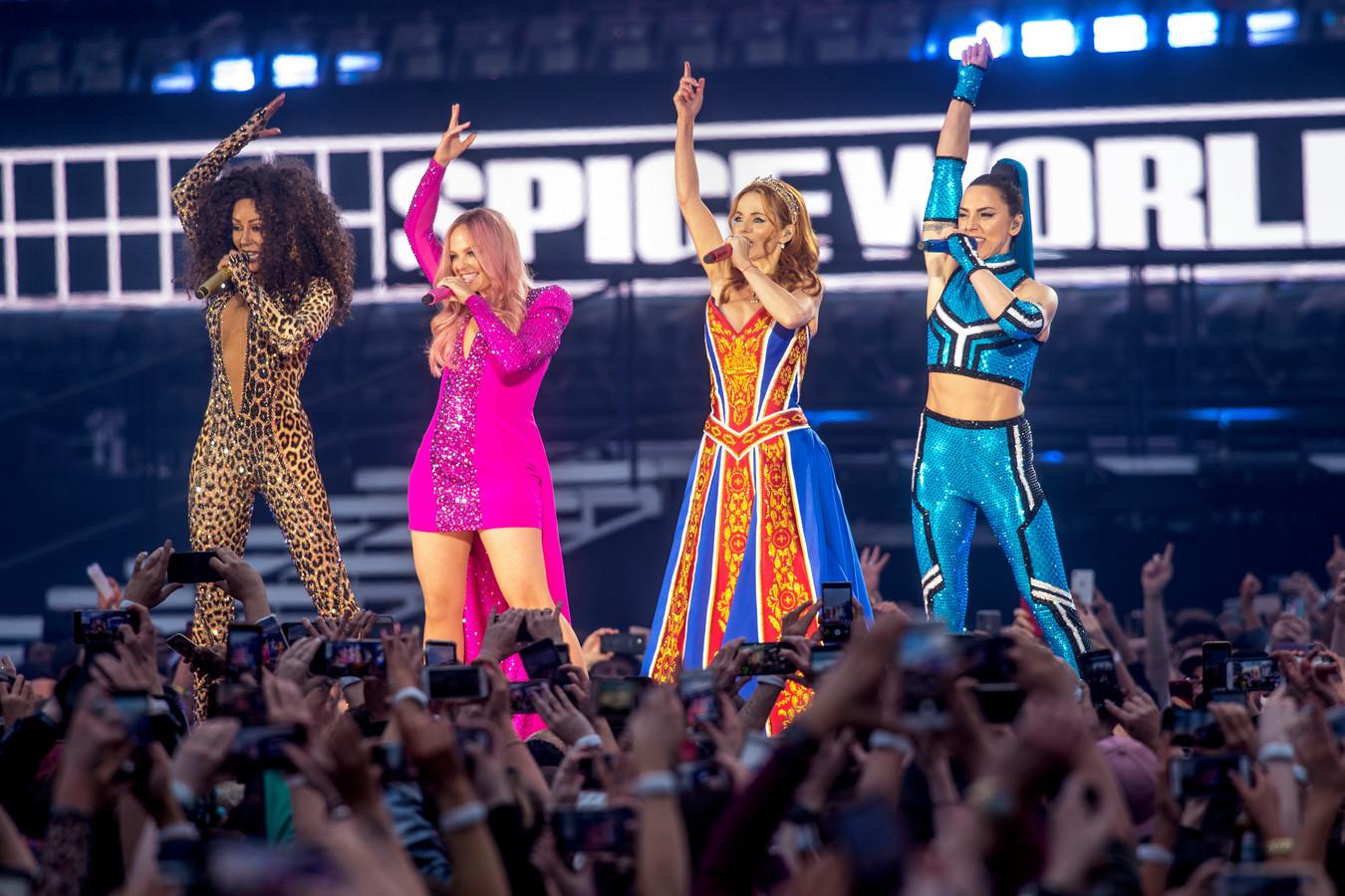Le premier concert des Spice Girls, à Dublin, le 24 mai
