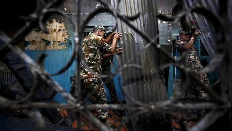 Nepalese soldaten blijven zich verder inzetten. Het Nepalese leger bedankt de militaire buitenlandse hulpverleners.
