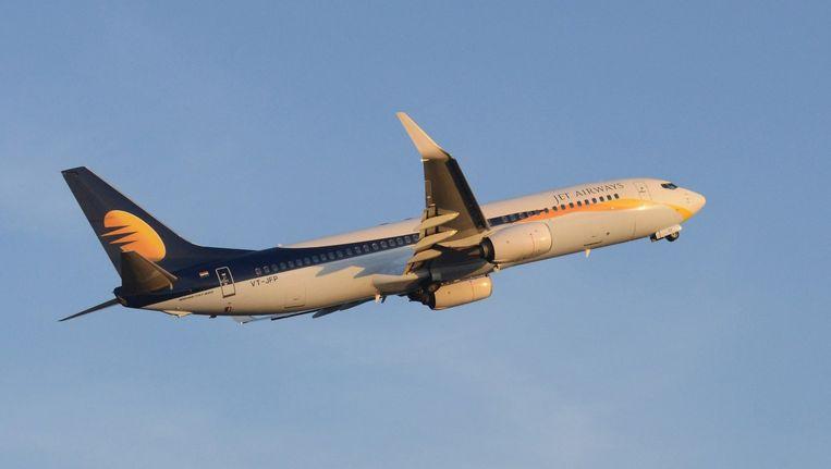Jet Airways zet op Schiphol een luchtbrug naar India op om reizigers die gestrand zijn na de aanslagen in Brussel thuis te brengen Beeld ANP