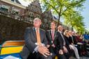 Pete Hoekstra trok het land in. In Oudewater nam hij de rondvaartboot en genoot van een ijsje. In Gouda bezocht hij de kaasmarkt en in de Rotterdamse kunsthal toonde hij respect voor de D-dayvlag.