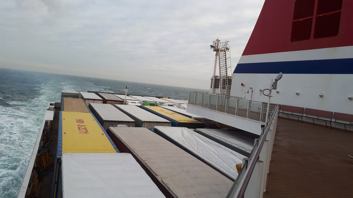De ferry vanuit Hoek van Holland op weg naar Harwich.
