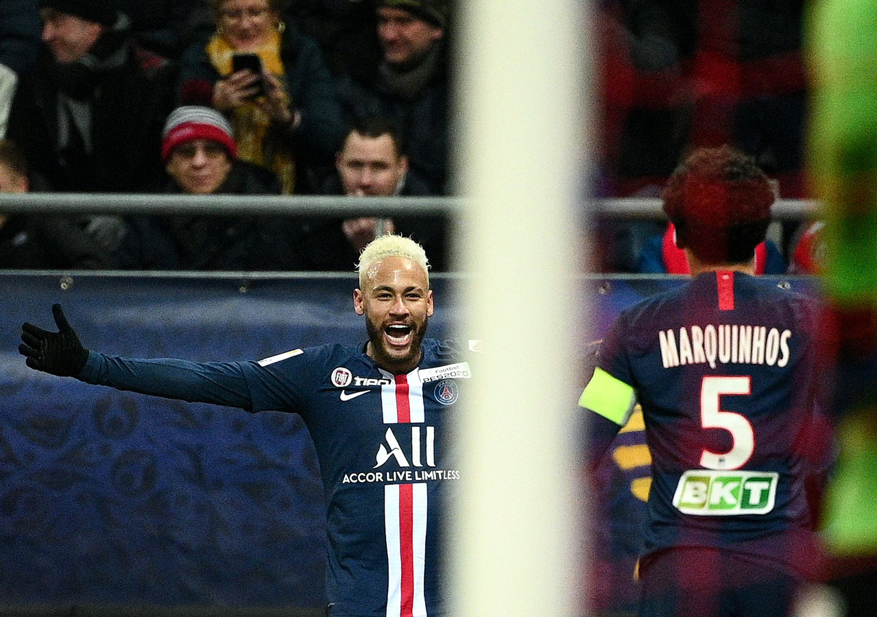 Neymar en Marquinhos vieren de eerste goal van PSG.