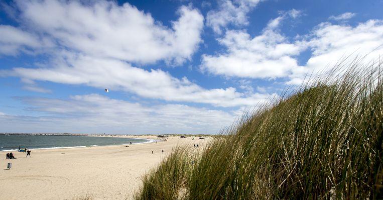 Het strand en de duinen bij Brouwersdam, Zeeland. Beeld anp