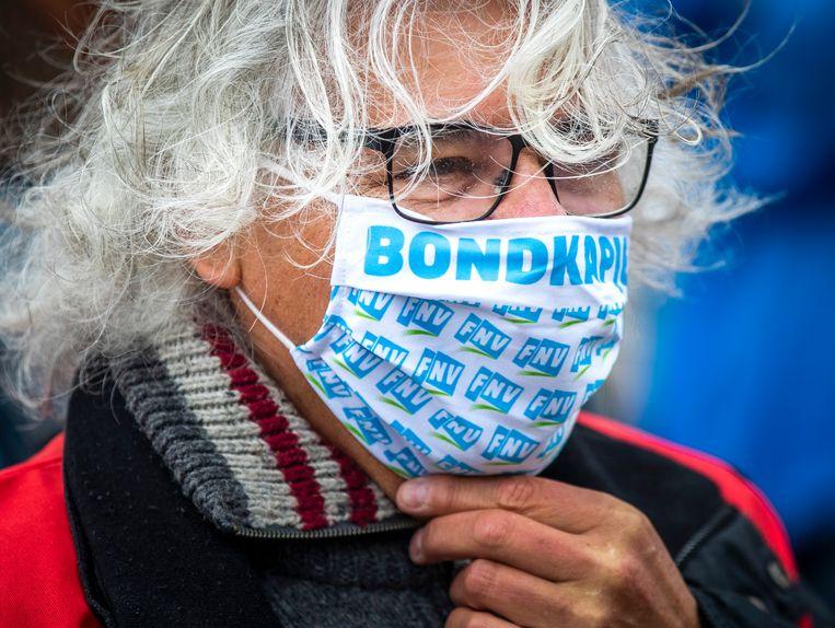 Een van de boze FNV-leden die protesteren voorafgaand aan de vergadering van het ledenparlement tegen de hervorming van het pensioenstelsel. Beeld Hollandse Hoogte /  ANP
