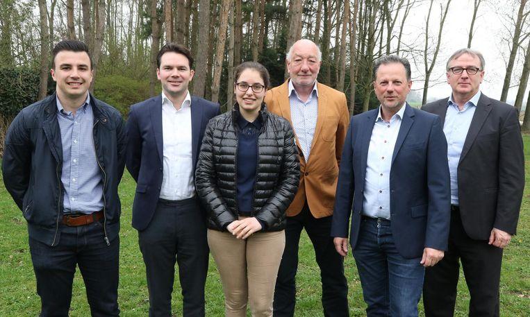 Vlnr.: Jens Six, Michiel Descheemaeker, Lieselot Wydooghe, Luc Delancker, Johan Vander Meiren en Koen Descheemaeker.