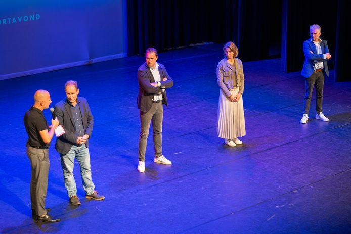 Het bestuur van de Sportraad Veldhoven, op het podium tijdens de eerste Veldhovense Sportavond.