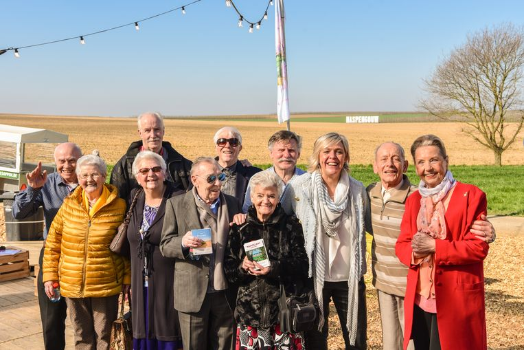 Schepen van Toerisme Hilde Vautmans ontvangt haar eerste gasten: René Lismont en zijn bende van tachtig.