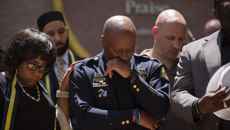 Politiechef in Dallas David Brown tijdens de herdenking van de schietpartij donderdagnacht Beeld afp