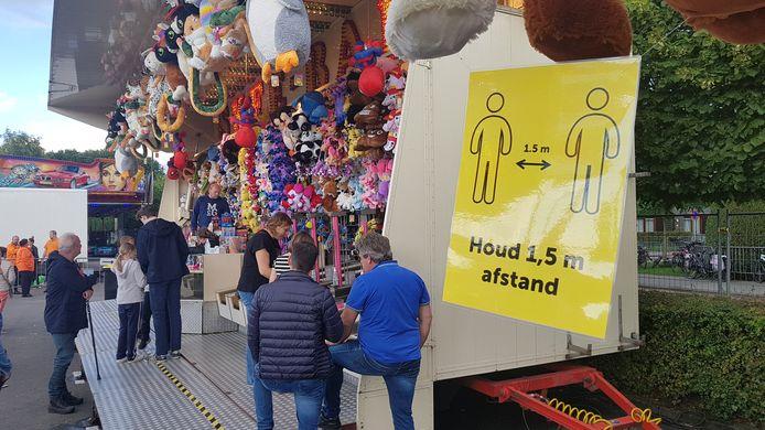 Afstand bewaren op de 1,5 meter kermis in Schijndel