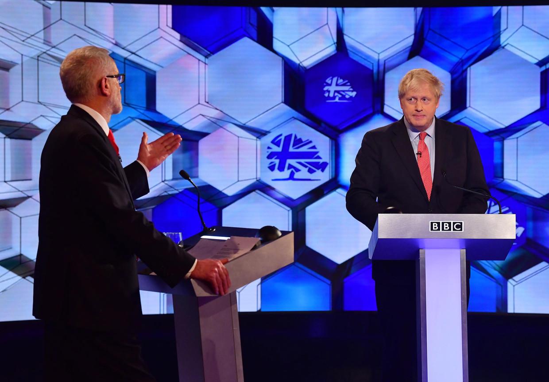 Premier Boris Johnson (rechts) in debat met oppositieleider Jeremy Corbyn tijdens het BBC-verkiezingsdebat, vorige week.