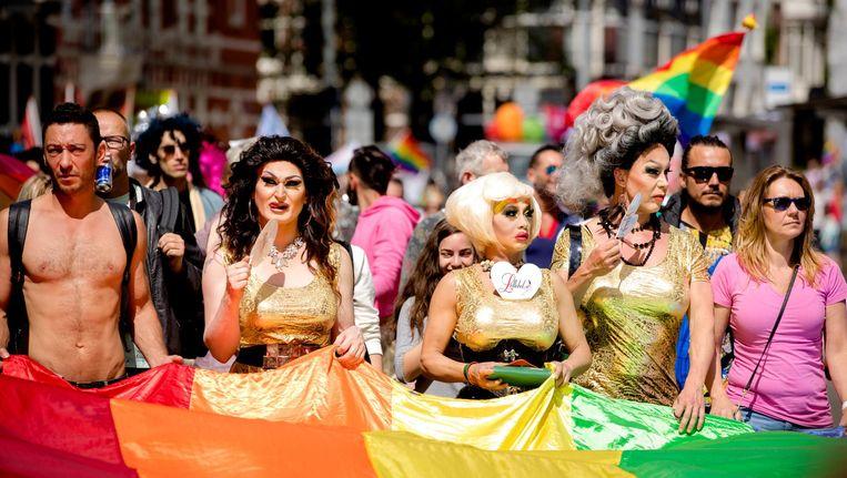 De Pride Walk, een mars waarin deelnemers betogen dat iedereen zichzelf moet kunnen zijn. Beeld anp