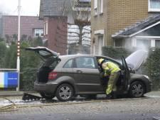 Auto vliegt tijdens het rijden in brand in Lichtenvoorde