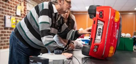 Drukte bij Repaircafé Zuiderspeeltuin Enschede: vrijwilligers gezocht