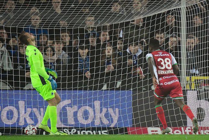 Hét moment van de wedstrijd: Berahino scoort makkelijk na een kolossale blunder van Mignolet.