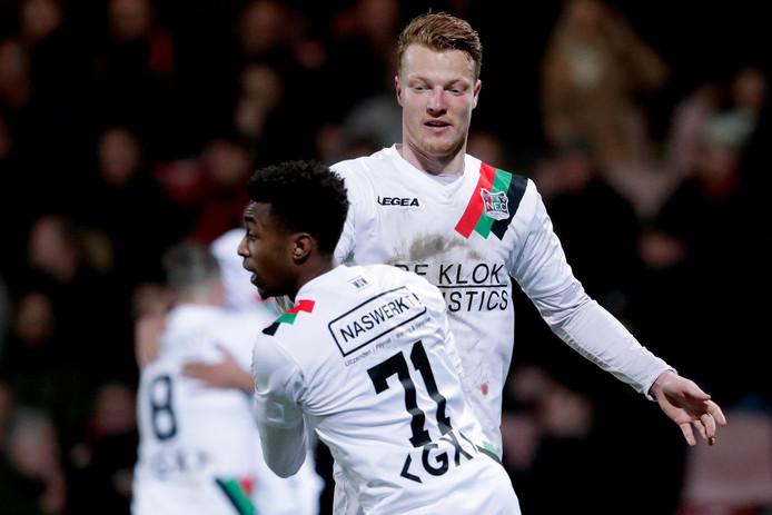 Ferdy Druijf en Mike Trésor Ndayishimiye (71) vieren de 4-4 van NEC tegen Go Ahead Eagles. Ndayishimiye scoorde vlak voor tijd de 4-4. Druijf verzilverde twee strafschoppen.