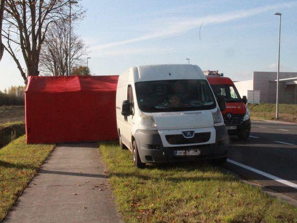 De bestelwagen waarin de jongeman werd gevonden.