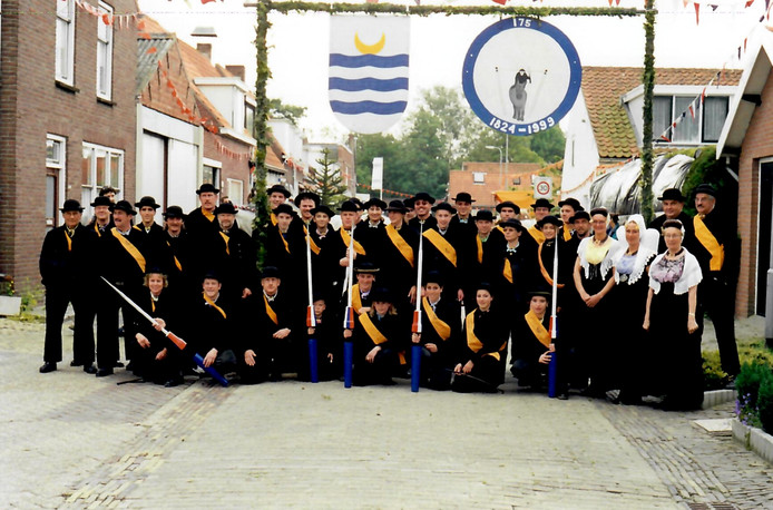 De Ringrijdersvereniging van Nieuw- en Sint ter gelegenheid van het 175-jarig bestaan in 1999.