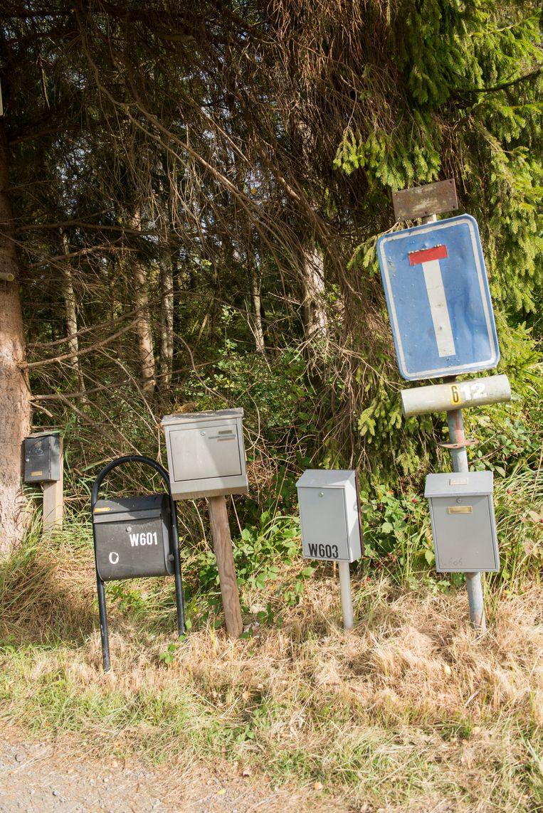 Elk huisje heeft ook zijn eigen brievenbus.