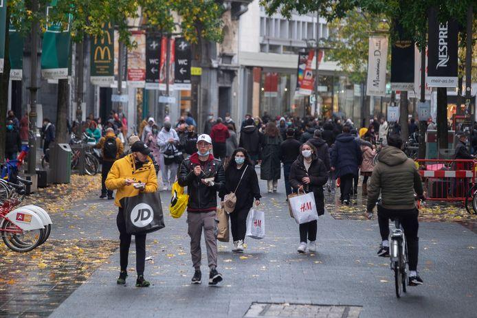 Eind oktober was het enorm druk op de Meir, shoppers wilden nog snel hun slag slaan voor de winkels terug dicht gingen.