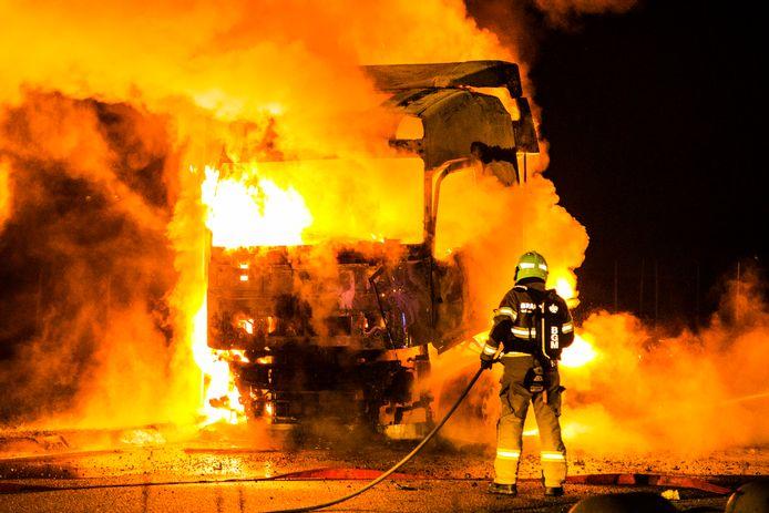 De vrachtwagenchauffeur ontdekte de brand net op tijd.