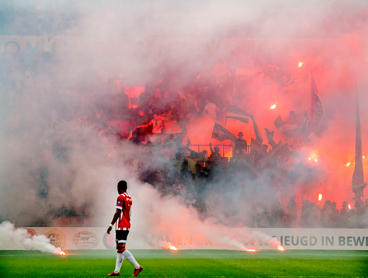 Vuurwerk tijdens PSV-Feyenoord, afgelopen weekend bij het duel om de Johan Cruijff Schaal.